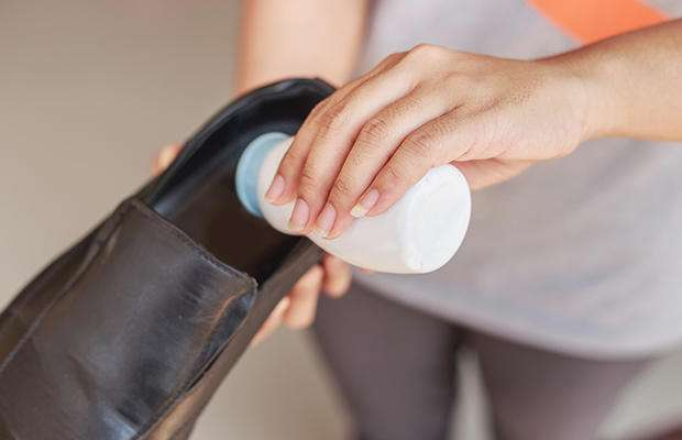 Как избавиться от въевшегося запаха пота на одежде без стирки 37