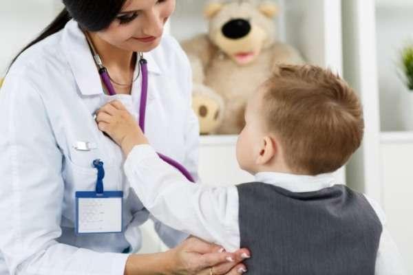 мальчик с доктором