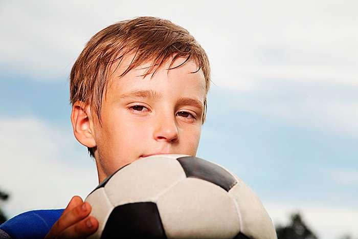 мальчик с мячом