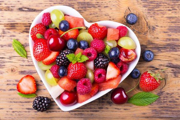 фрукты в красивой посуде