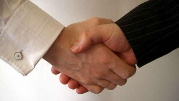 крепкое рукопожатие