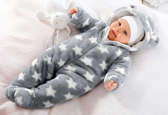 малыш тепло одет