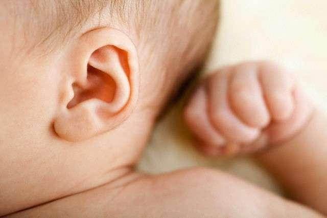 ушки новорожденного